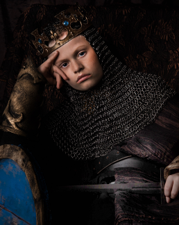 King of the north Alexander Ulver som konge på sin trone.