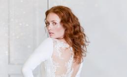 Brude kjole fotografering. smuk brud med rødt hår