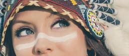 Indianer kvinde med warbonnet smukke øjne