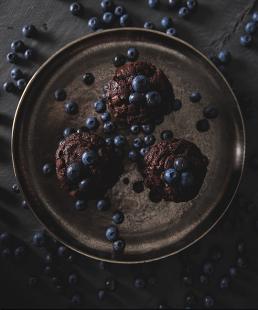 Madfotografering blåbærmuffins foto set oppefra