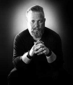 Portræt foto af Jakob i sort hvid. Men with attitude af Vibeke Johansson