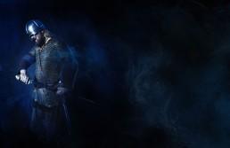 viking kriger er ved at trække sit sværd