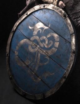 Vikingeskjold lavet med rullemadrasser