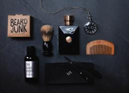Herre produkter, barberkust, prafume, lommeur, skægkam som produktfoto