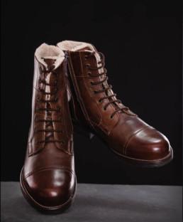 Brune herrerstøvler i læder og med foer og snørrebånd som produktfoto